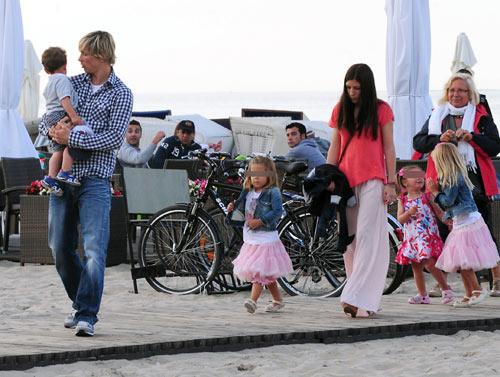 Playa, bolos, novias y familia, el secreto de La Roja para reponer ...