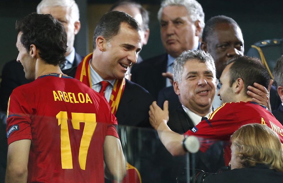 Eurocopa 2012  Principe-felipe-iniesta--a