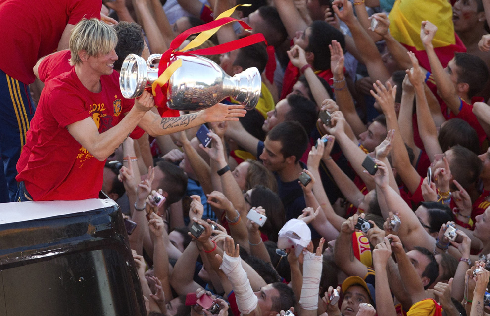 Eurocopa 2012  Fiesta-roja2-a