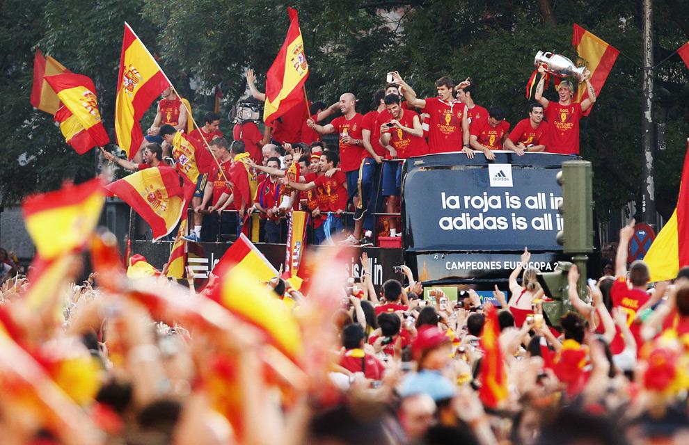 Eurocopa 2012  Fiesta-roja3-a