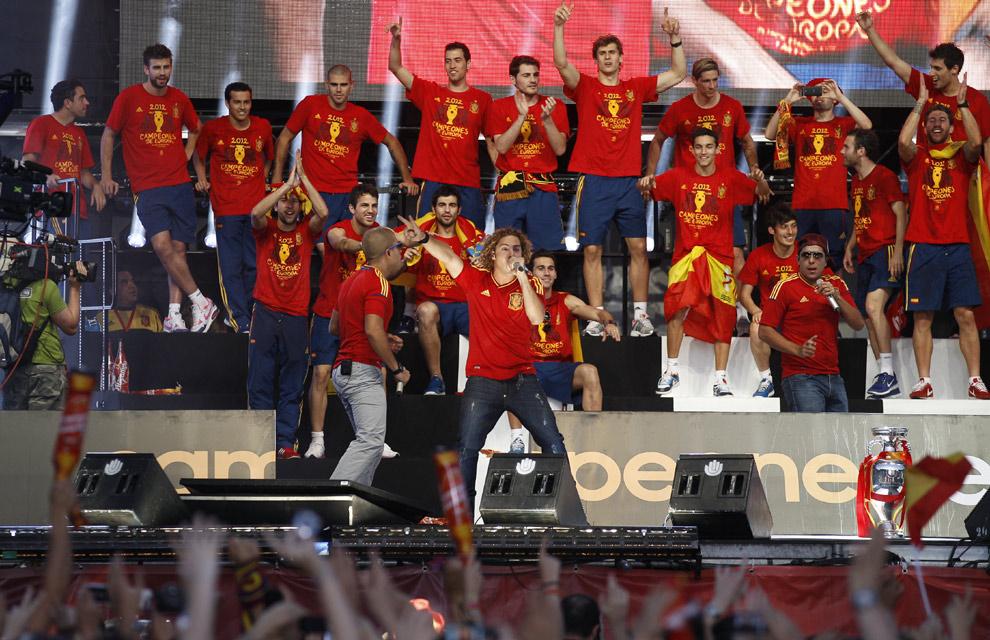 Eurocopa 2012  Fiesta-roja7-a