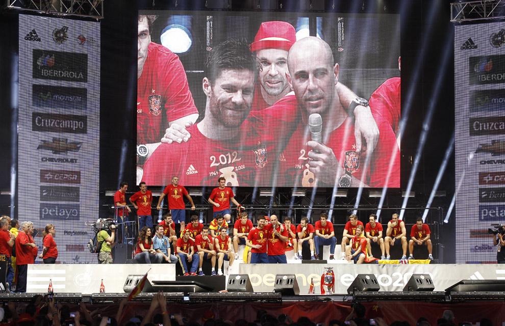 Eurocopa 2012  Fiesta-roja8-a