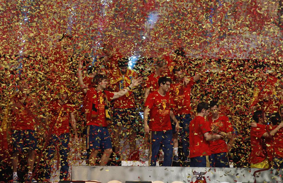 Eurocopa 2012  Fiesta-roja9-a