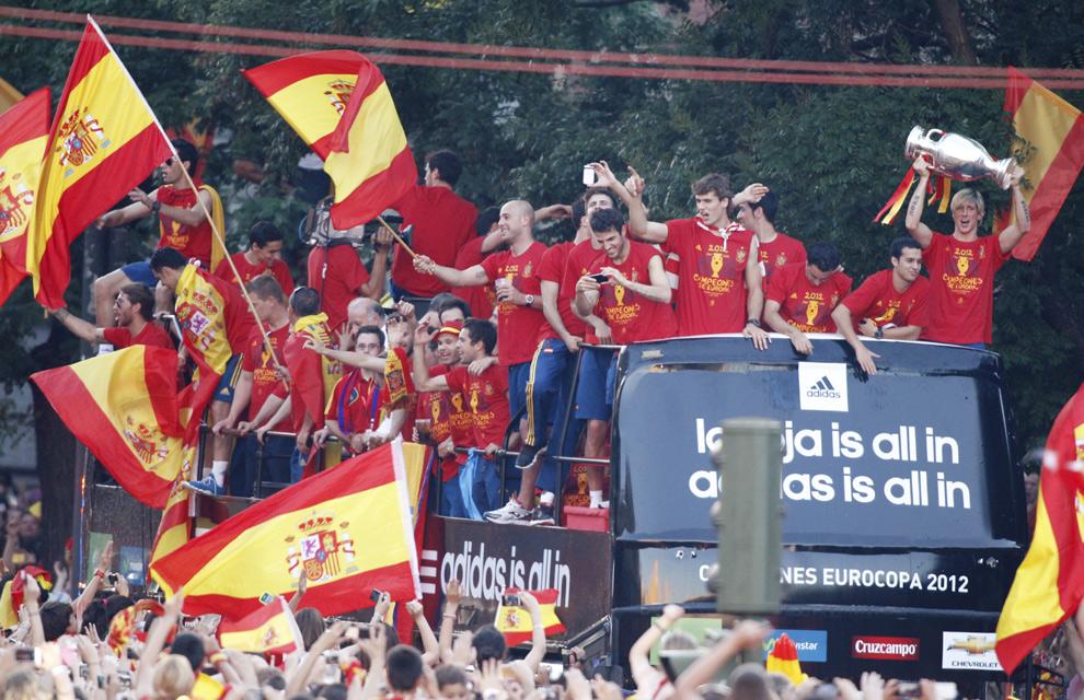 Eurocopa 2012  Fiesta-roja10-a