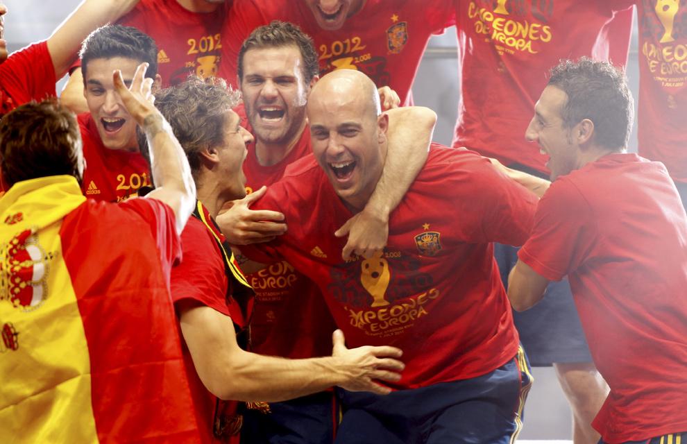 Eurocopa 2012  Fiesta-roja13-a