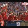 El aterrizaje en Madrid, el show de Pepe Reina... Los mejores momentos de la fiesta de La Roja, en vídeo