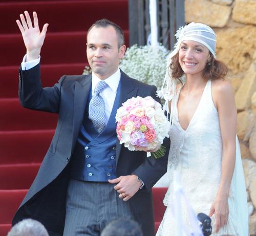 Andrés Iniesta y Anna Ortiz se dan el 'sí, quiero' en una idílica boda celebrada a orillas del mar