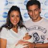 El futbolista Jesús Navas y su mujer, Alejandra Mora, presentan felices y emocionados, a su primer hijo