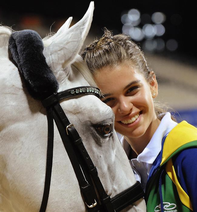 http://www.hola.com/imagenes/famosos/2012072459949/atletas-olimpicas-atractivas-londres2012/0-211-361/luiza-tavares--a.jpg
