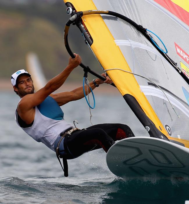 http://www.hola.com/imagenes/famosos/2012072759960/chicos-guapos-olimpiadas-londres-2012/0-211-448/ivan-pastor--a.jpg
