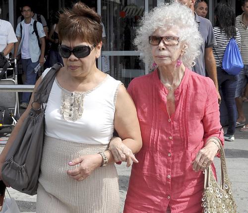 La duquesa de Alba aterriza en Ibiza sin la compañía de Alfonso Diez