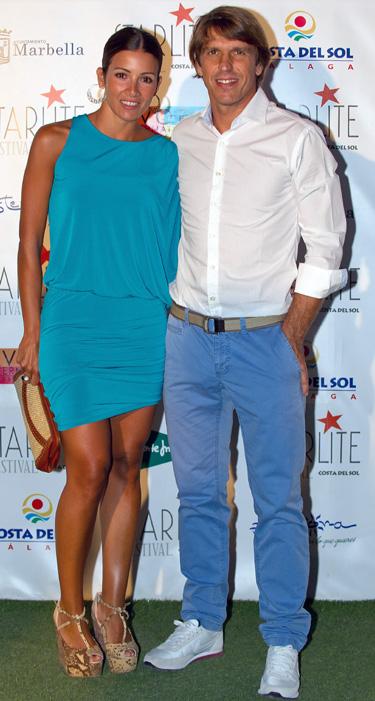 Manuel Díaz 'El Cordobés' y Virginia Troconis bailan al ritmo de Estopa en la noche de Marbella
