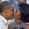Besos y más besos, los Obama protagonizan su campaña electoral más romántica