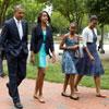 Obama hace un alto en la campaña electoral para ir a misa con su familia