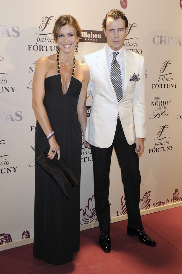 Mar Flores y Javier Merino, anfitriones de una multitudinaria cena de gala en Madrid