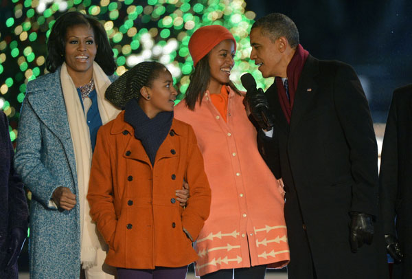 Los Obama celebran el encendido del árbol de Navidad en la Casa Blanca con miles de ciudadanos
