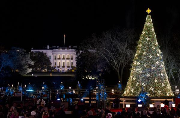 Los obama inauguran la poca navide a con el encendido del - Ver arboles de navidad ...