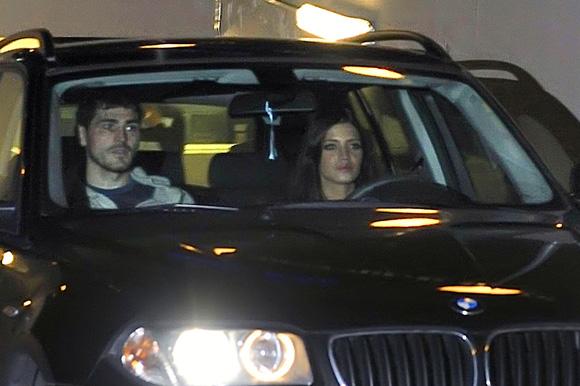 Sara Carbonero, el mejor apoyo de Iker Casillas tras su operación
