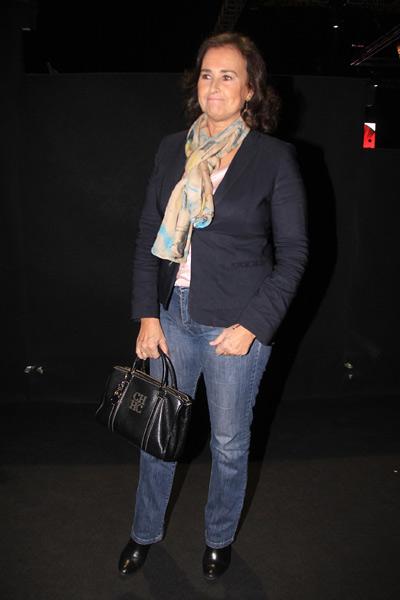 Lourdes Montes ve desfilar a su 'cuñada' Eva González en Sevilla