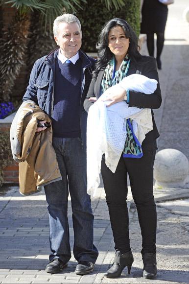 José Ortega Cano abandona el hospital junto a su pareja y su hijo: 'Va a ser un niño tranquilo. Nos va a dar poca guerra'