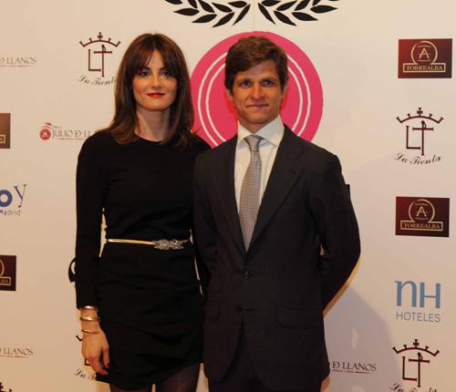 Julián López 'El Juli' recoge el premio de 'triunfador del 2012' arropado por su esposa, Rosario Domecq