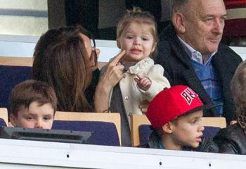 ¡Vamos, papi! Las imágenes más tiernas de Harper animando a David Beckham en París