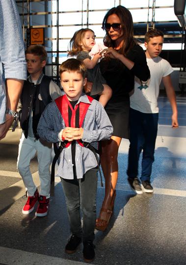 Harper Beckham y sus hermanitos roban el protagonismo a su mamá