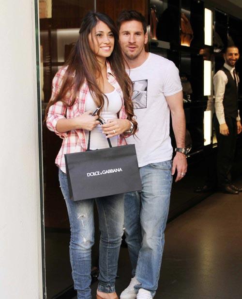 Leo Messi se va de 'shopping' en familia a Milán