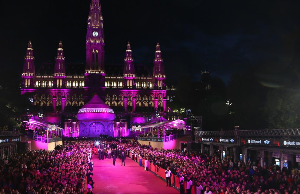 Nieves Álvarez, Elton John, Melanie Griffith... La fantasía y majestuosidad de 'Las mil y una noches' llegan a Viena
