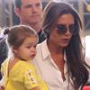 Victoria Beckham y Harper vuelven a marcar estilo en el aeropuerto