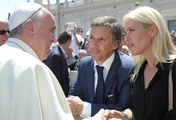 La emoción de Valeria Mazza durante su encuentro con el Papa Francisco