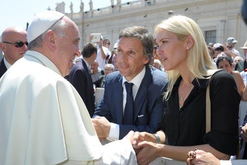 De Benedicto XVI a Francisco - Página 14 Valeria-mazza1-z