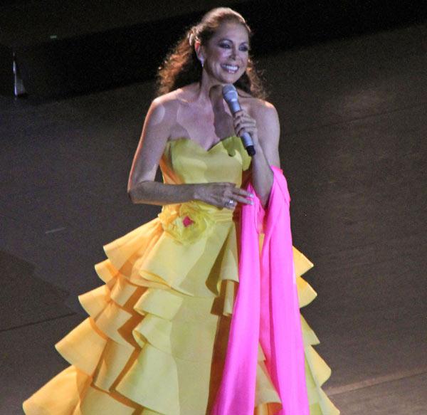 Tras ocho años sin pisar los escenarios sevillanos, Isabel Pantoja vuelve a cantar en su tierra
