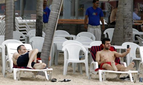¿Cómo se relaja la Selección española en Brasil?