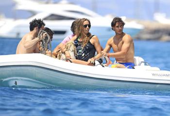 Rafa Nadal y Gemma Mengual, dos amigos de vacaciones en Ibiza