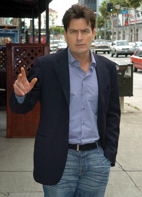 Twitter, la mina de oro para las celebrities: 39.000 euros cobró Charlie Sheen por un tuit patrocinado