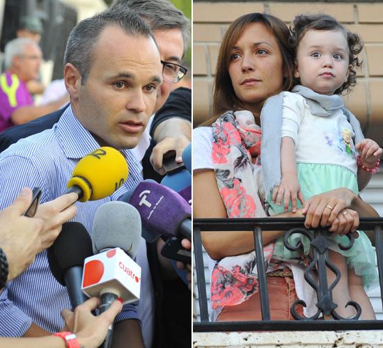 Andrés Iniesta presume de familia en el homenaje en su pueblo natal