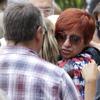 Numerosos familiares y amigos dan su último adiós a Rosalía Mera en una emotiva ceremonia