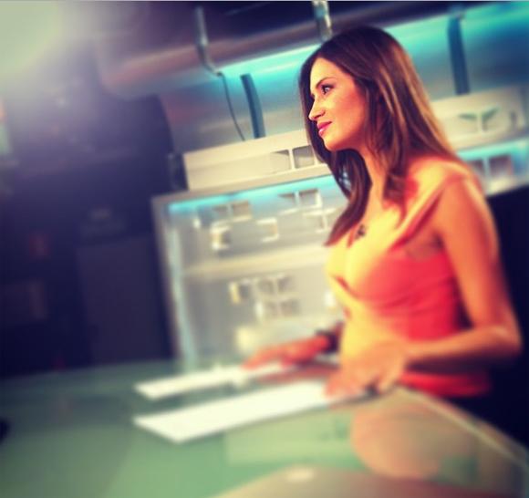 Sara Carbonero, una guapa premamá en el trabajo