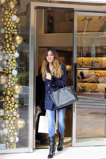 Romina Belluscio renueva su exclusivo fondo de armario en la Milla de Oro de Madrid antes de Navidad