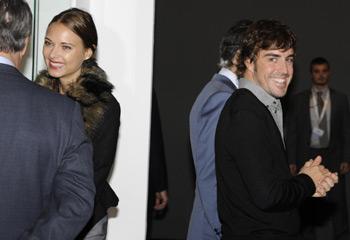 Fernando Alonso y Dasha Kapustina, todo sonrisas en Madrid: 'Enhorabuena cariño'