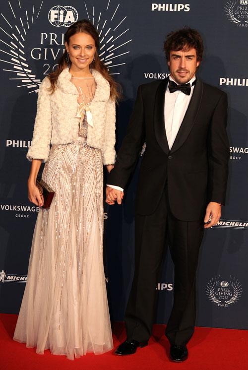 Un año después de su 'primera cita', Fernando Alonso y Dasha Kapustina brillan en París