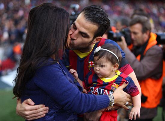 Las familias de Cesc Fábregas y Víctor Valdés, el mejor apoyo del Barça durante un partido
