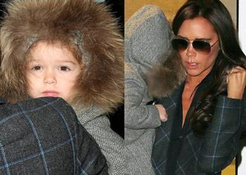 ¡De viaje con mamá! Harper Beckham, una muñeca que marca estilo en la terminal