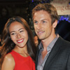 Jenson Button y Jessica Michibata están comprometidos