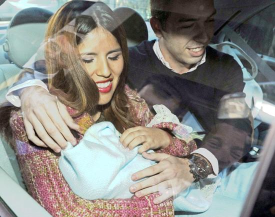 María Isabel Pantoja abandona el hospital con su hijo