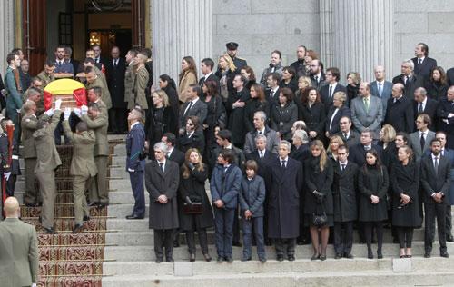 La emotiva despedida de honor a Adolfo Suárez entre 'vivas' y aplausos