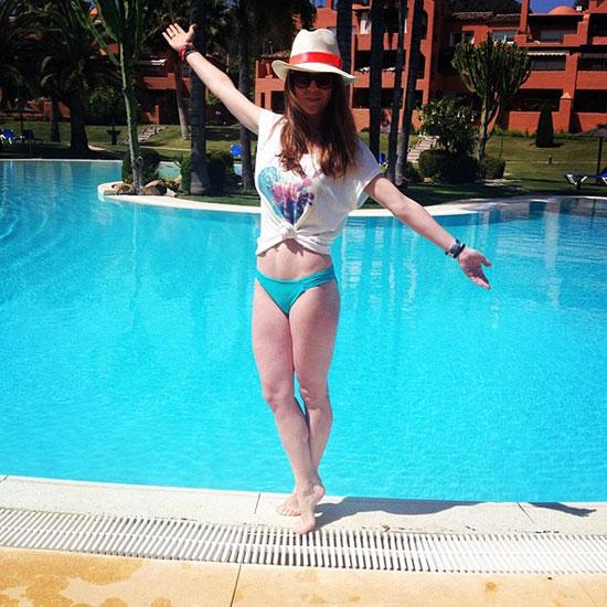 Amelia Bono luce figura en bikini a los cuatro meses de dar a luz