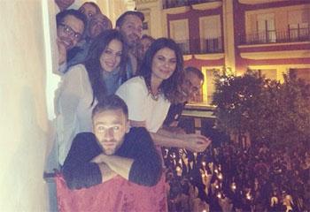 Tras su ruptura con Cayetano Rivera, Eva González vive la 'Madrugá' de Sevilla con sus amigos