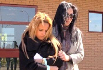 Gloria y Ana María, la hija y la pareja de Ortega Cano, muy unidas, le visitan en cárcel